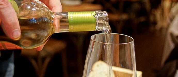How to Drink Wine: 4 Tasting Tips